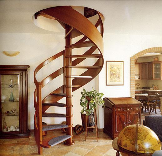 деревянная лестница винтовая фото